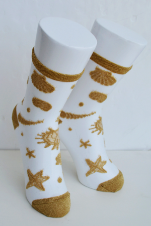 Sea Shells Tabbi Clear Crew Socks Gold